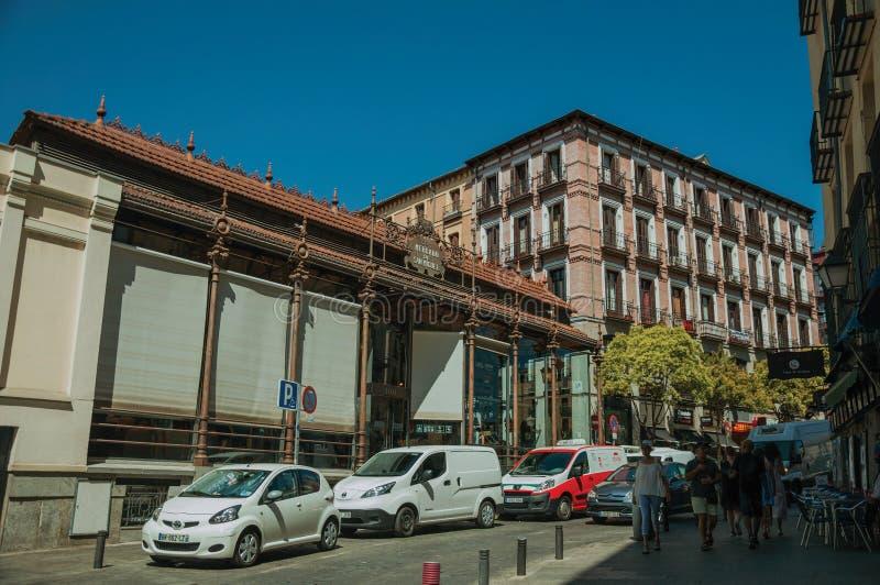 Voorgevel van San Miguel Market met ijzerstructuur in Madrid stock afbeelding