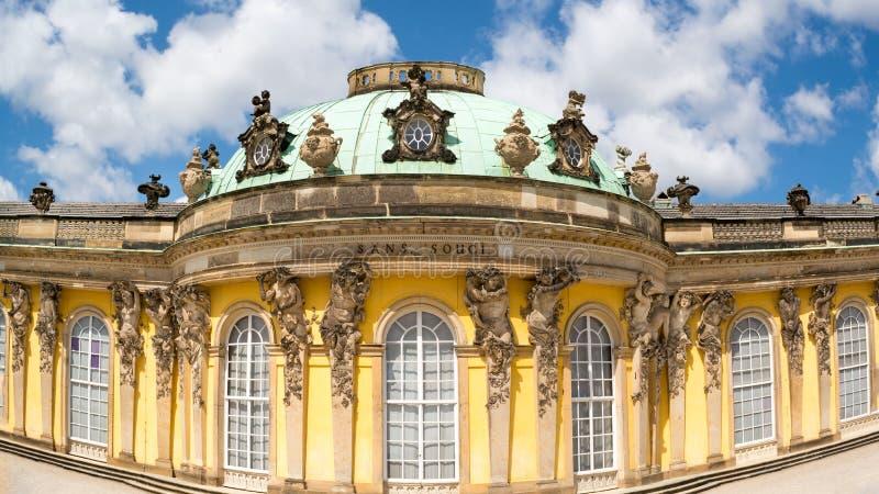 Voorgevel van Sanssouci-kasteel in Potsdam, Duitsland royalty-vrije stock afbeelding