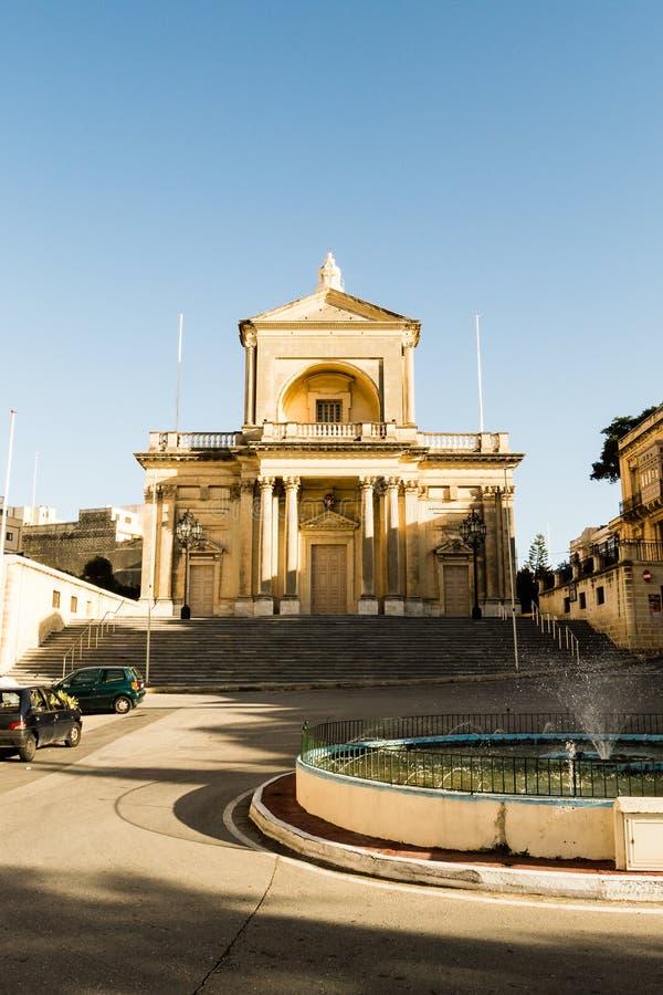 Voorgevel van St Joseph Church in Kalkara Malta stock fotografie