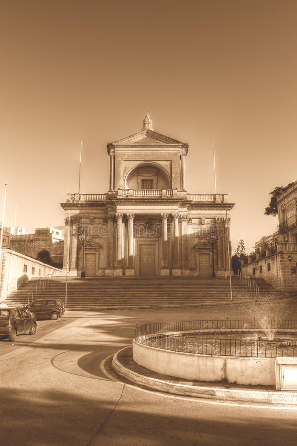 Voorgevel van St Joseph Church in sepia van Kalkara Malta HDR toon royalty-vrije stock fotografie