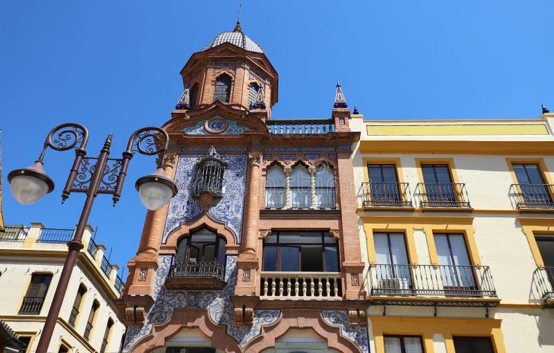 Voorgevel van traditioneel Spaans huis Sevilla, Andalusia, Spanje, Westelijk Europa royalty-vrije stock fotografie