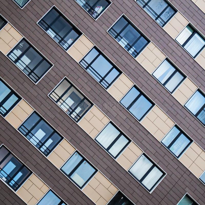 Voorgeveloplossingen van nieuwe woningbouw stock foto's