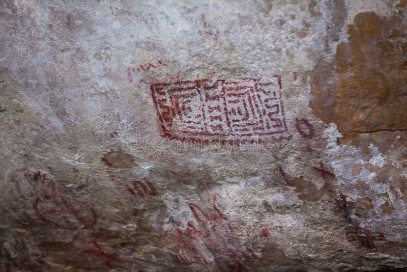 Voorhistorische die schilderijen op rots als rotstekeningen in Colombia wordt bekend stock afbeeldingen