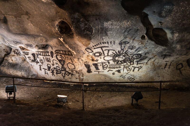 Voorhistorische muurschilderingtekeningen in Magura-hol royalty-vrije stock afbeeldingen
