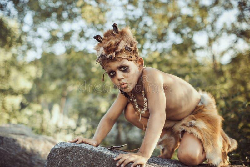 Voorhistorische stammenmens in openlucht royalty-vrije stock fotografie