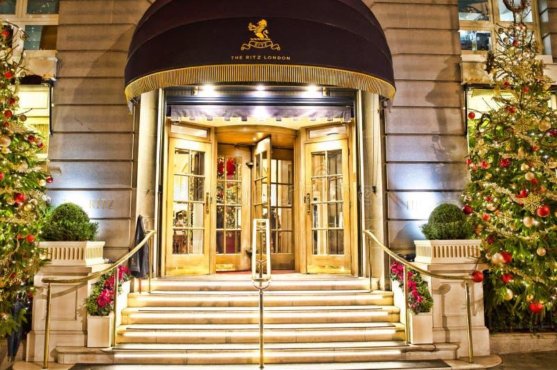 Vooringang aan Ritz London Hotel, Mayfair, Londen royalty-vrije stock afbeelding
