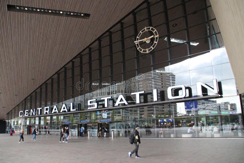 Vooringang van het internationale station Rotterdam Centraal, de centrale post in Rotterdam in Nederland stock fotografie