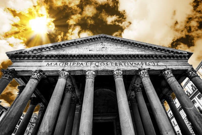 VOORingang VAN PANTHEON BEROEMDE BESTEMMING VAN ROME royalty-vrije stock foto