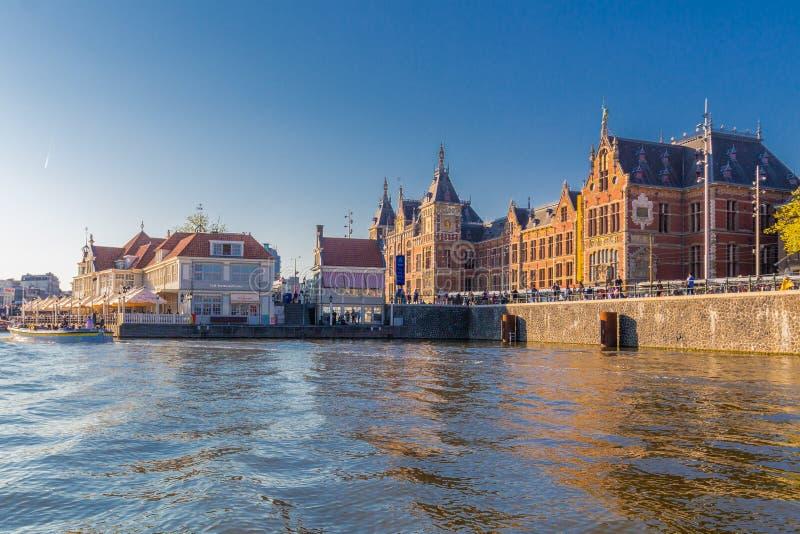 Voorkant van de centrale post in Amsterdam CBD royalty-vrije stock foto