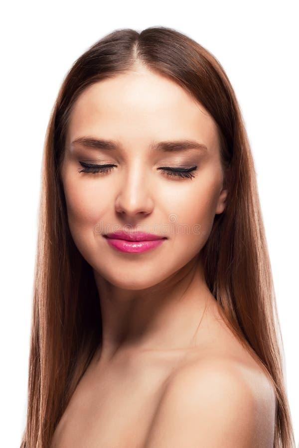 Voorportret van mooi gezicht met mooie gesloten ogen stock foto's