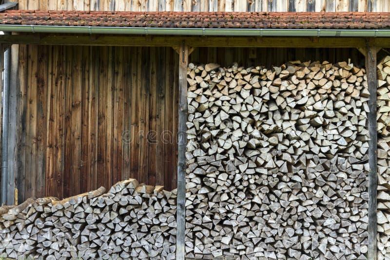 Voorraad van houten logboeken klaar voor gebruik in Duitsland royalty-vrije stock afbeelding