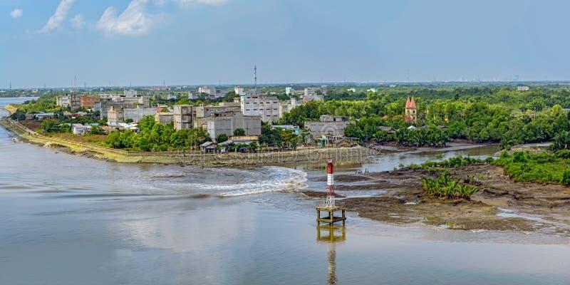 Voorstad van Ho Chi Minh City (Saigon) op bank van Lange Tau rivier (S stock afbeelding