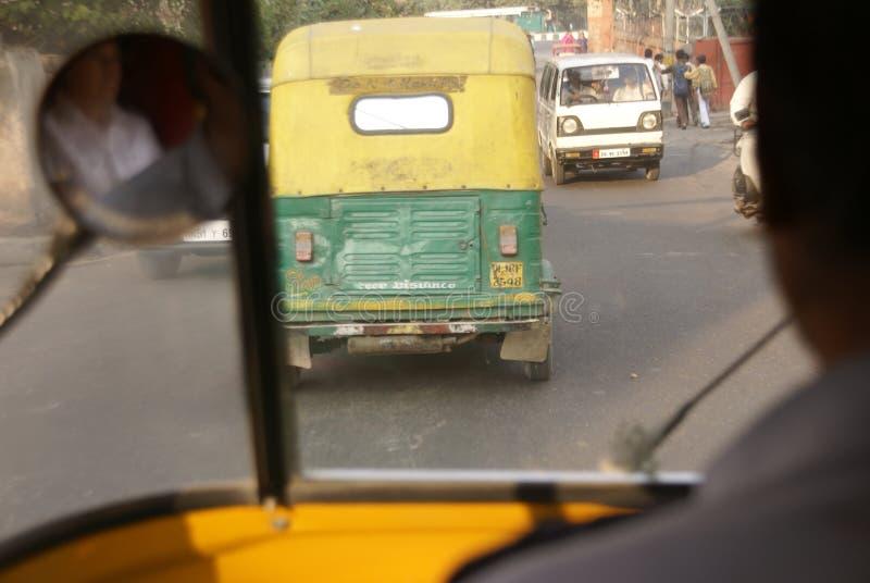 Voorwaartse verkeersduim stock afbeeldingen