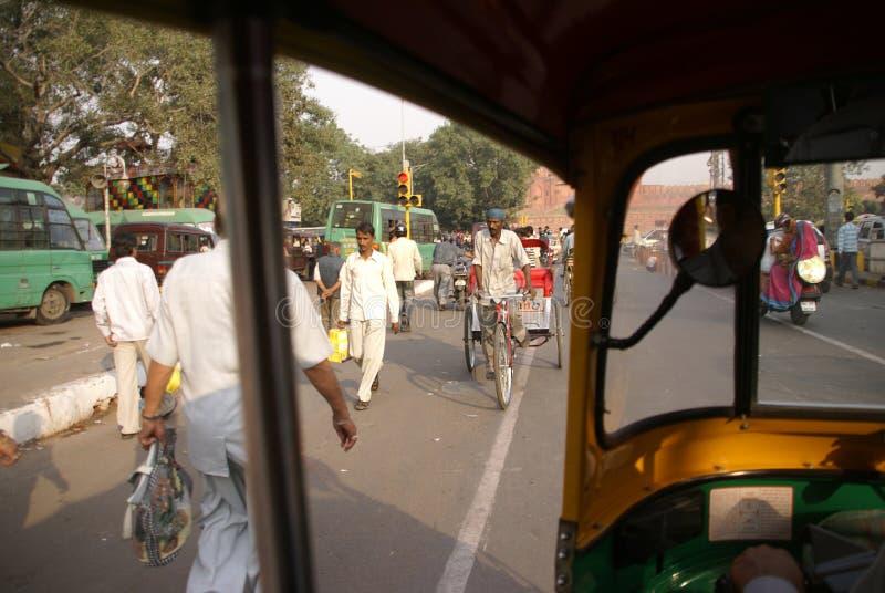 Voorwaartse verkeersduim stock afbeelding