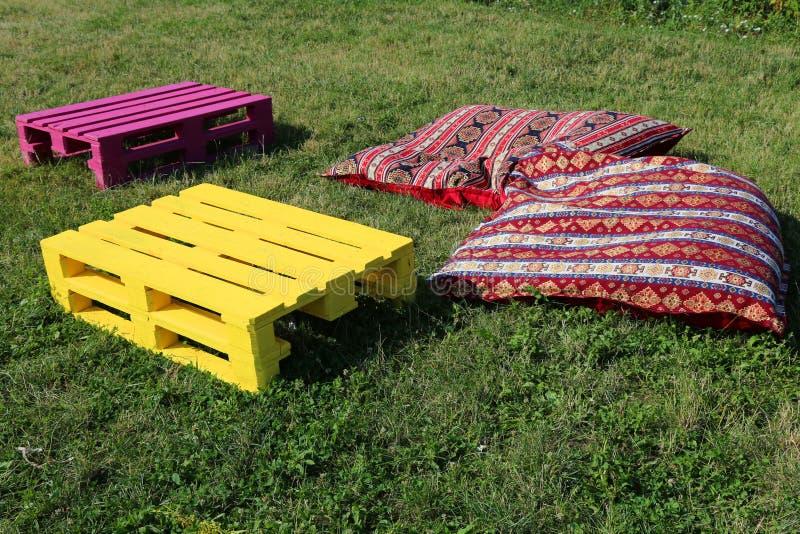 Voorwerpen voor rust op het gras stock foto