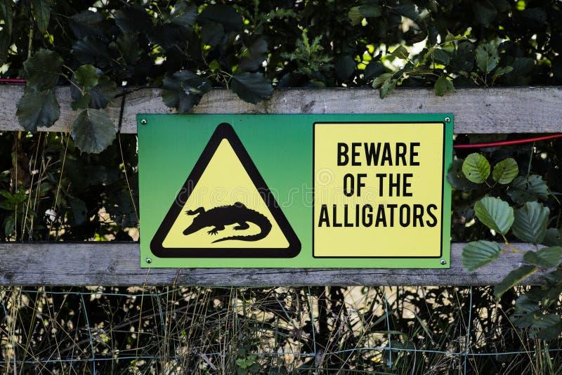 Voorzichtig zijn van het Alligtors-Teken stock foto's