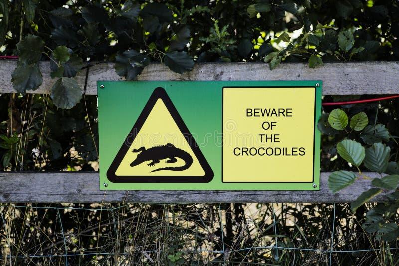 Voorzichtig zijn van het krokodillenteken stock foto