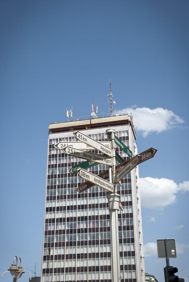 Voorzie in centrum van NOS, Servië van wegwijzers stock afbeelding