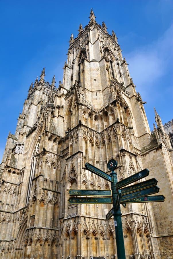 Voorzie en de Munster van York van de Toren van wegwijzers stock fotografie