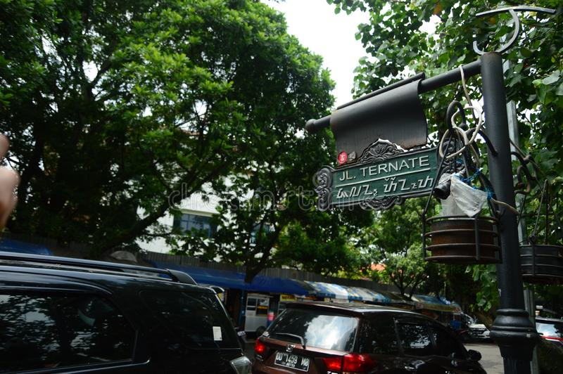 Voorzie Ternate straat van wegwijzers, bandung royalty-vrije stock foto's