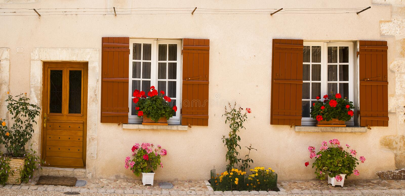 Voorzijde met bloemen Heilige Jean DE Cole stock foto