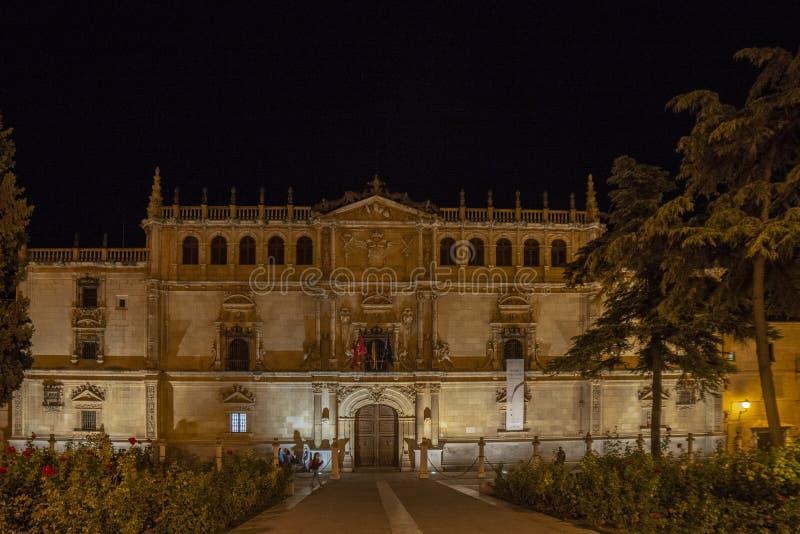 Voorzijde van Alcala DE Henares Universiteit, Madrid, Spanje stock afbeelding