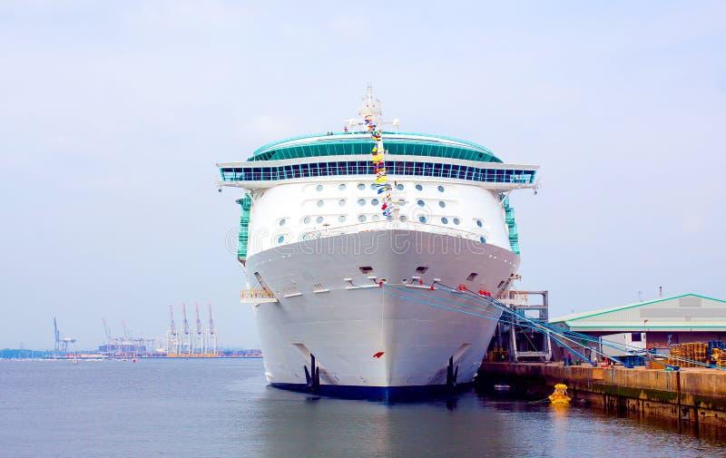 Voorzijde van Cruiseschip royalty-vrije stock afbeeldingen