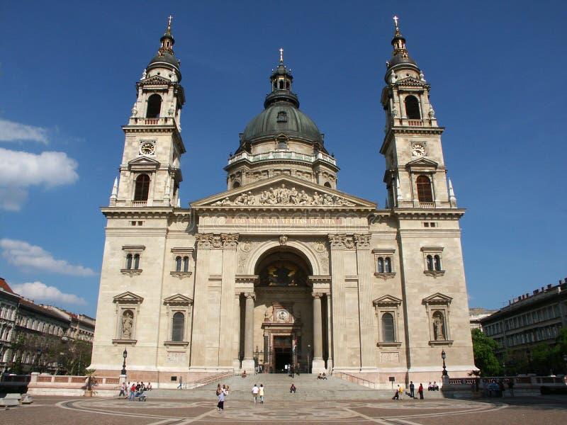 Download Voorzijde Van De Basiliek Van Heilige Steven Stock Afbeelding - Afbeelding bestaande uit stairs, deur: 35193