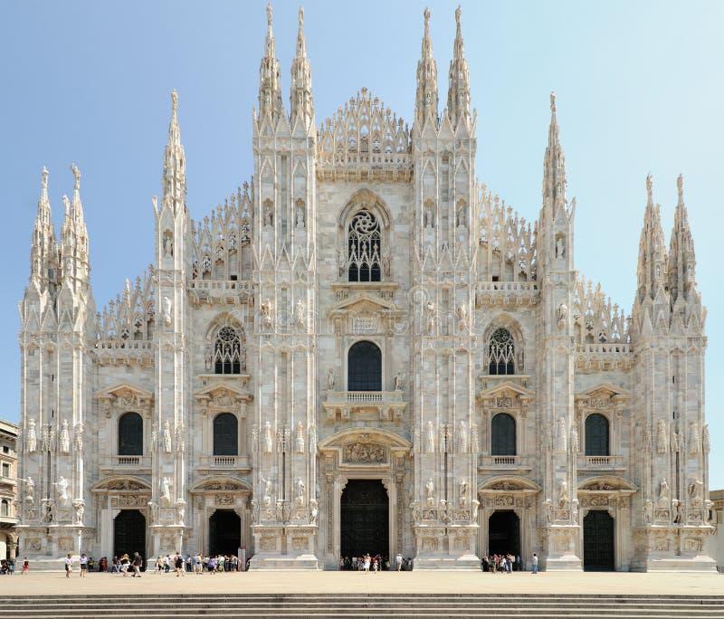 Voorzijde van de Kathedraal van Milaan (Duomo), Lombardije, Italië stock foto