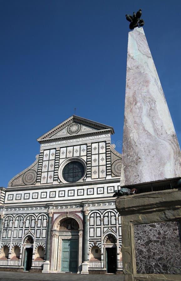 Voorzijde van de Korte roman van Santa Maria van de Kerk stock foto
