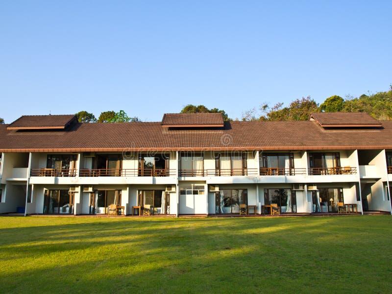 Download Voorzijde Van De Lage Stijgingsbouw, Chiang Rai, Thailand Stock Foto - Afbeelding bestaande uit hotel, openlucht: 29503424