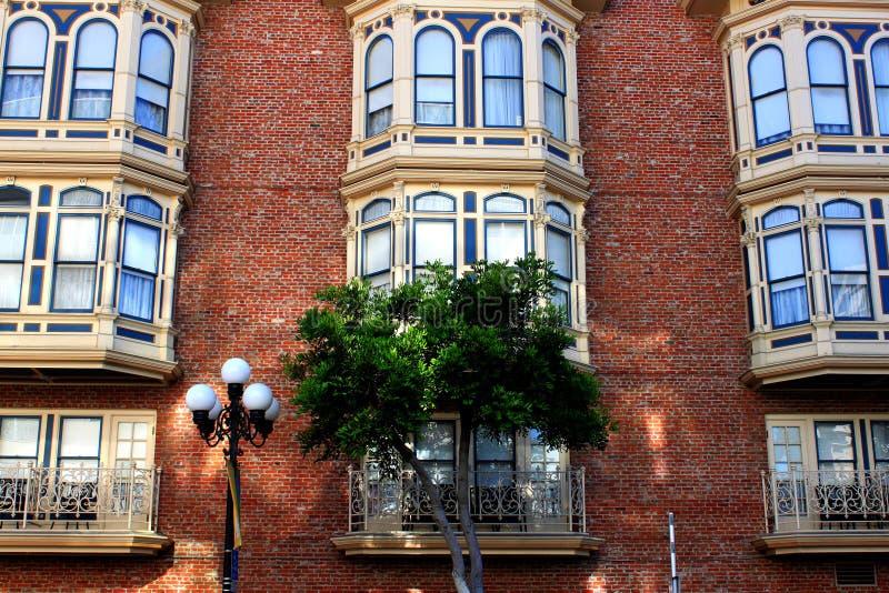 Voorzijde van een historisch gebouw stock fotografie