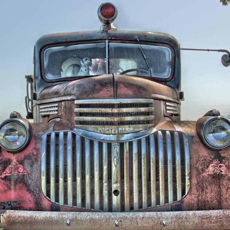 Voorzijde van een Uitstekende Cheverolet-Brandvrachtwagen stock foto
