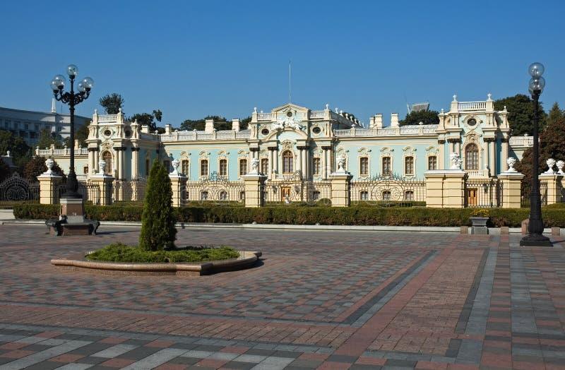 Voorzijde van het Paleis Mariinsky in Kiev royalty-vrije stock afbeelding