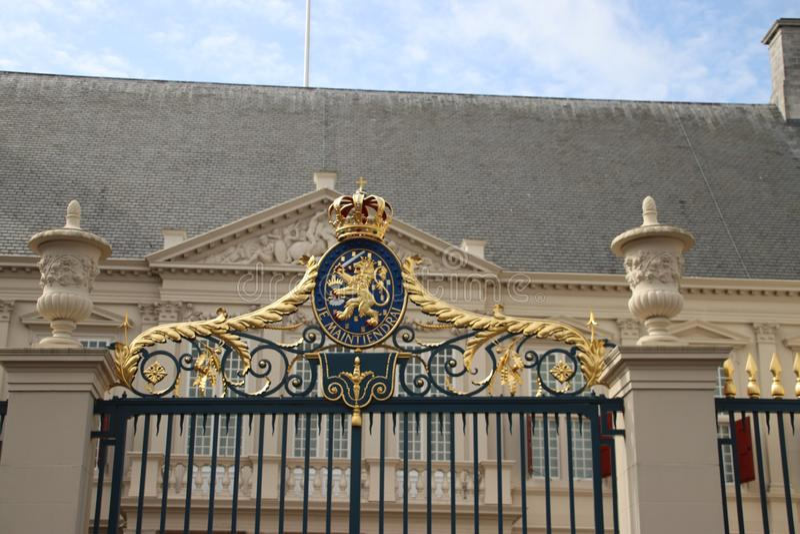 Voorzijde van het werkende paleis Noordeinde van koning Willem Alexander in Den Haag stock afbeeldingen