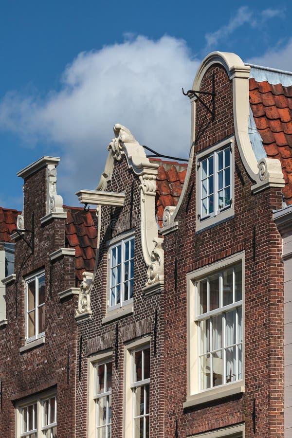 Voorzijden van historische het kanaalhuizen van Amsterdam stock afbeelding