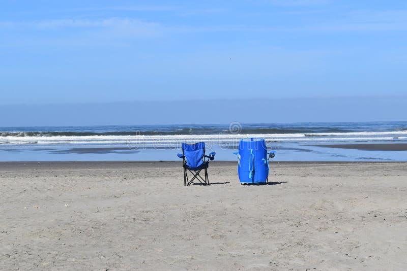 Voorzitters op het strand stock foto's
