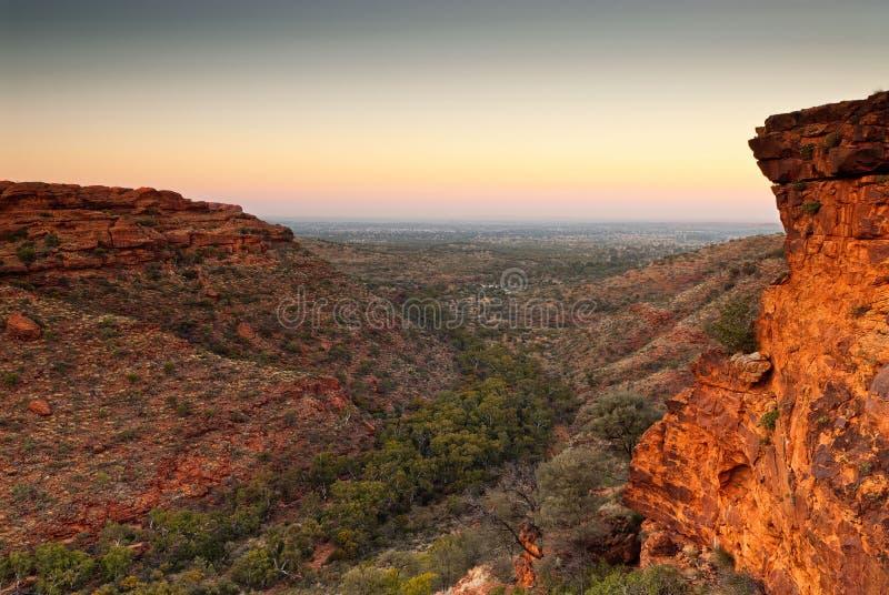 Vor-Dämmerungslicht von der Spitze von König ` s Schlucht, Australien lizenzfreies stockfoto