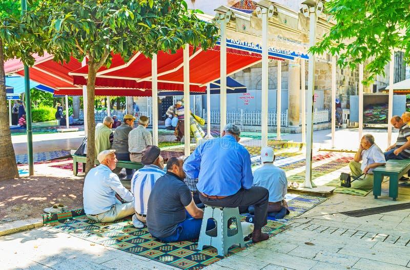 Vor dem Freitag-Gebet in Antalya lizenzfreies stockfoto