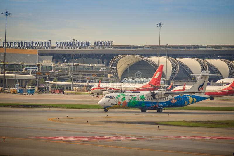 Vor dem Start Airbus-Flugzeug von Bangkok Airways (eine regionale Fluglinie angesiedelt in Bangkok) fährt, an Suvarnabhumi-Flugha lizenzfreie stockfotos