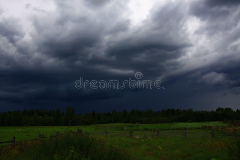 Vor einem Gewitter lizenzfreies stockfoto
