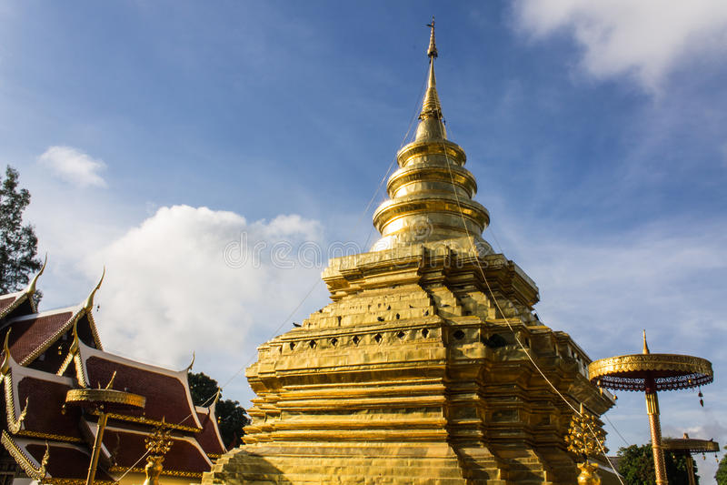 Vora de Wat Pra That Chomthong vihan, Chiangmai Thaïlande photos libres de droits