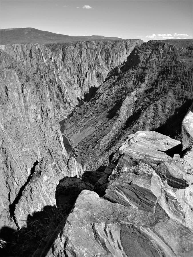 Voragine nera del canyon immagini stock