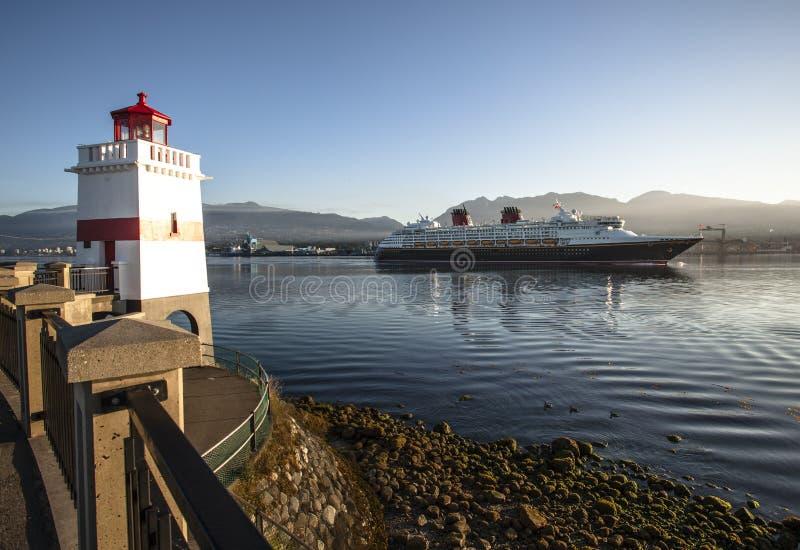Vorbei segeln lizenzfreie stockfotografie