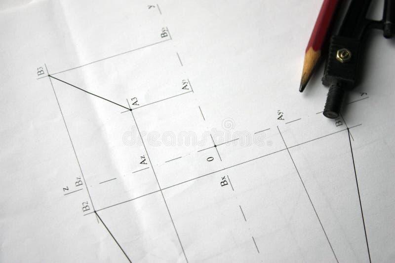 Vorbereitung für Dokumententwürfe, Zeichnungen, Werkzeuge und Diagramme auf dem Tisch lizenzfreie stockfotografie