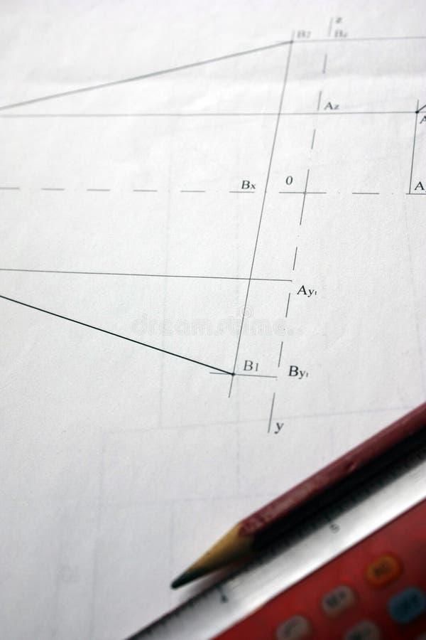 Vorbereitung für Dokumententwürfe, Zeichnungen, Werkzeuge und Diagramme auf dem Tisch lizenzfreie stockfotos