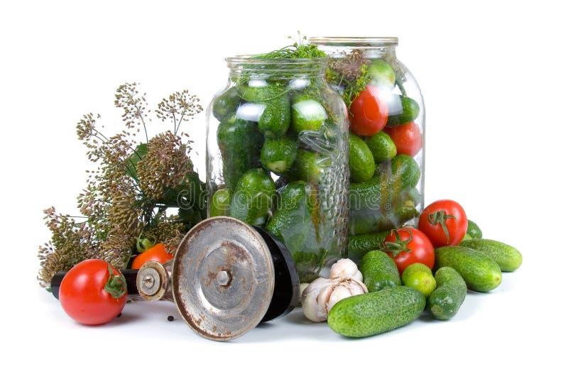 Vorbereitungsgemüse für das Salzen stockbild