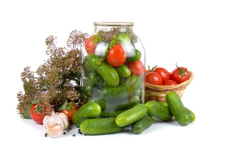 Vorbereitungsgemüse für das Salzen stockfotografie