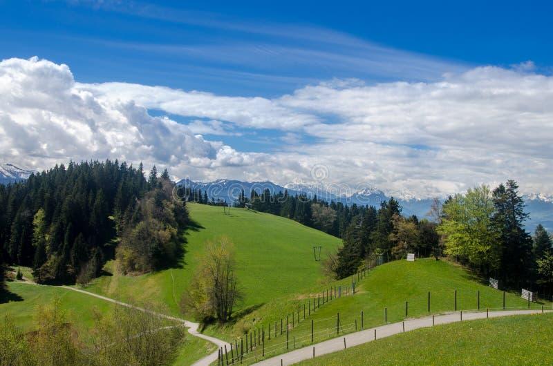 Vorberge der Alpen lizenzfreie stockfotografie