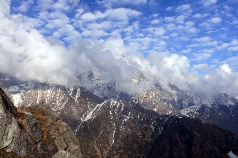 Vorberge des Himalajas stockfoto
